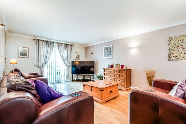 Thumbnail Flat for sale in Marina Way, Abingdon