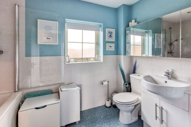 Family Bathroom of Abbottsford Way, Lincoln LN6