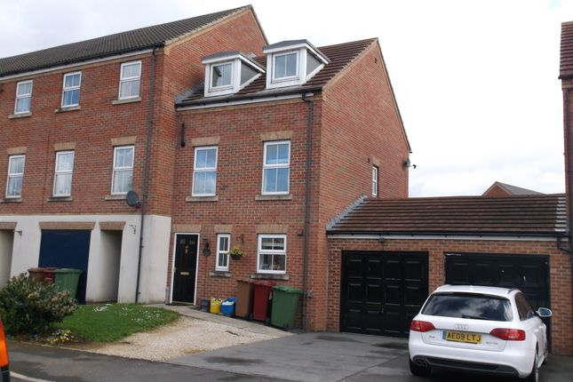 Thumbnail Town house to rent in Pinewood Close, Bottesford, Scunthorpe