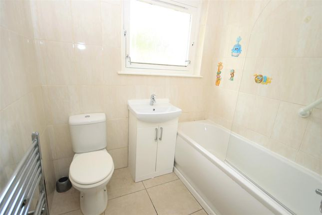 Bathroom of Mearns Road, Motherwell ML1