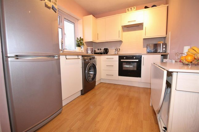 Thumbnail Flat for sale in Tanys Dell, Harlow