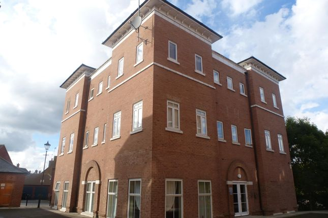 2 bed flat to rent in Rill Court, Pine Street, Aylesbury