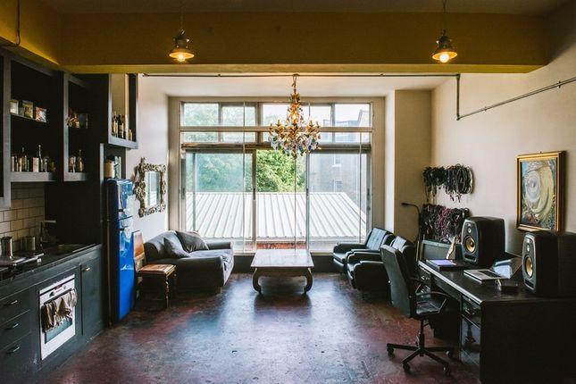 Thumbnail Office to let in Amhurst Terrace, London