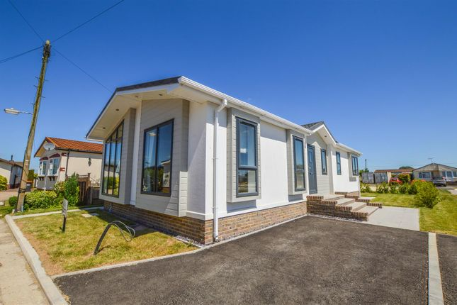 Thumbnail Mobile/park home for sale in The Clarendon, Half Moon Lane, Pepperstock, Luton