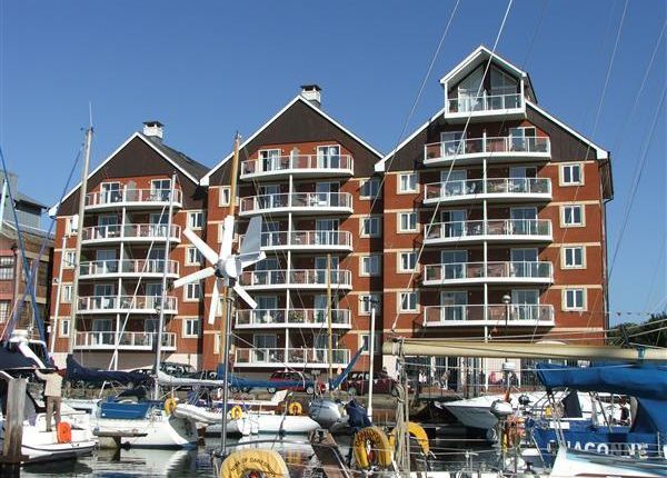 Flat to rent in Neptune Square, Ipswich