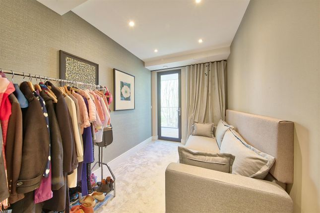 Bed 3 of Knaresborough Drive, London SW18