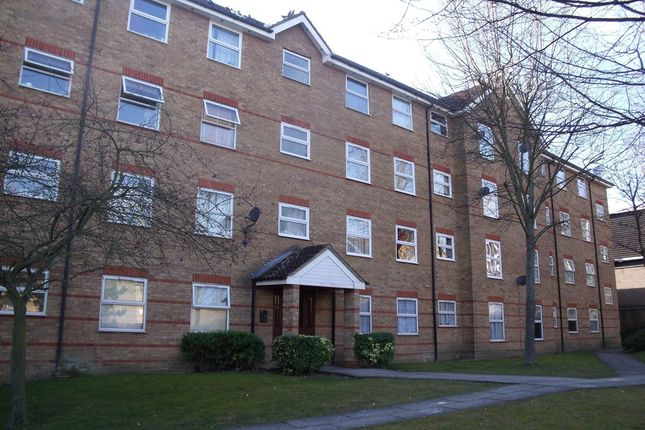 Thumbnail Flat to rent in Chigwell Lane, Loughton