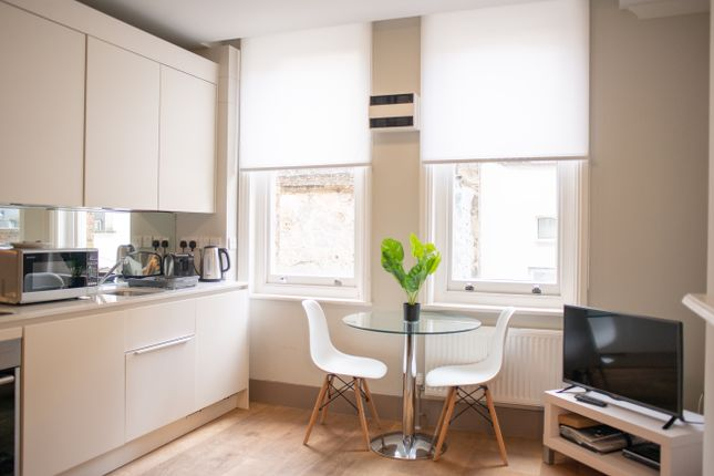 Thumbnail Flat to rent in Cleveland Street, London