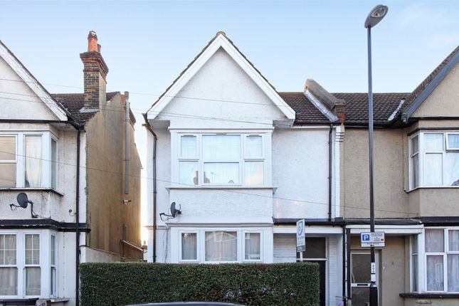 Thumbnail Studio to rent in Melfort Road, Thornton Heath, Surrey