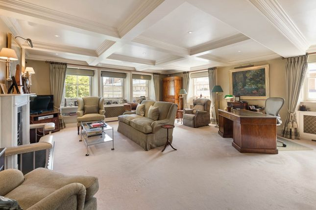 Thumbnail Flat for sale in Onslow Square, London