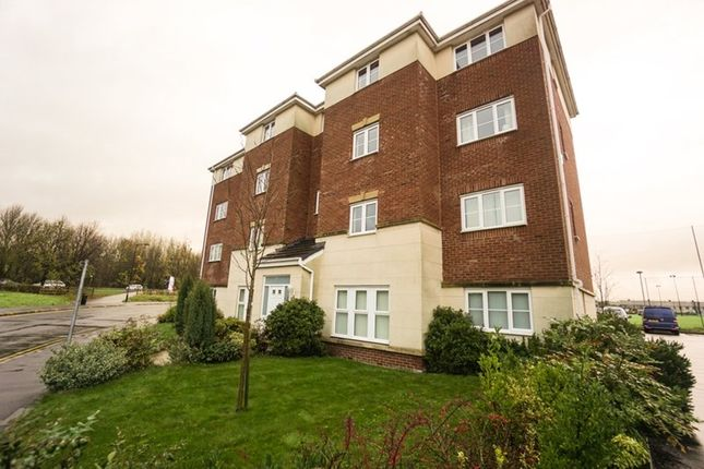 Thumbnail Flat to rent in Ledgard Avenue, Leigh