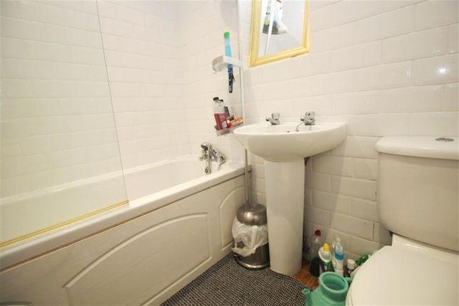House Bathroom of Daleside Avenue, Pudsey LS28