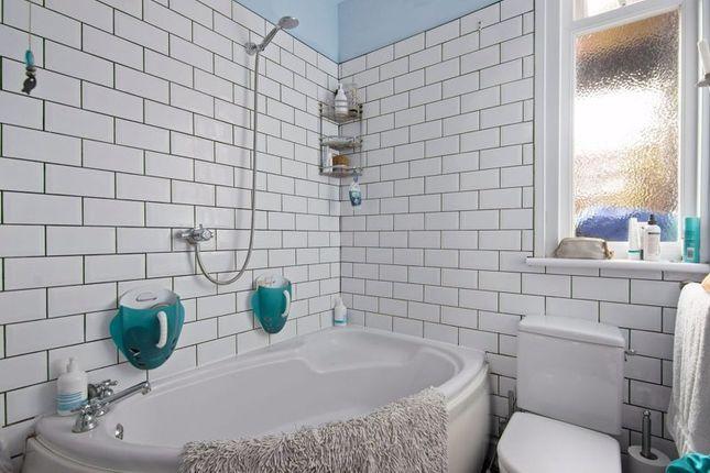 Bathroom of Leslie Road, London N2