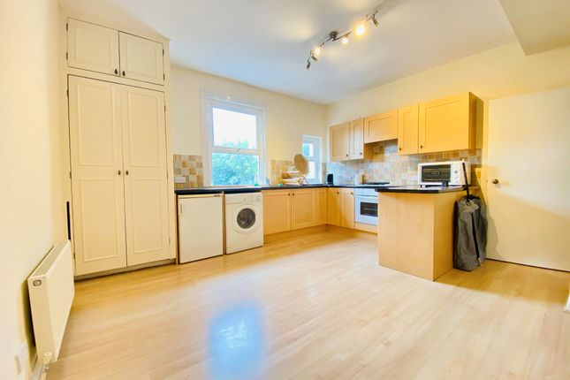 Thumbnail Flat to rent in Oval Road, Addiscombe, Croydon