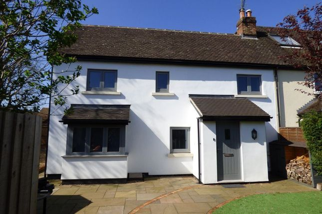 Thumbnail Cottage to rent in Rose Gardens, Wokingham