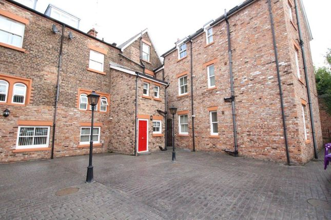 2 bed flat to rent in High Street, Wavertree, Liverpool