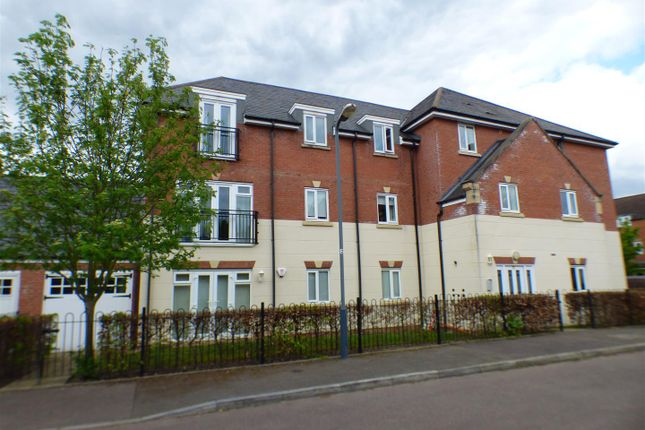 Thumbnail Flat for sale in Dickens Close, Stratford-Upon-Avon