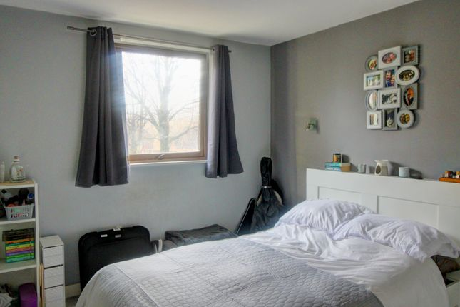 Bedroom of Isaac Way, Manchester M4