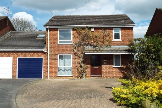 5 bed link-detached house to rent in Fair Close, Bicester