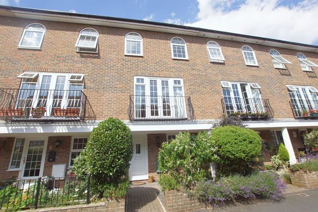 Thumbnail Town house for sale in Queens Road, Gosport