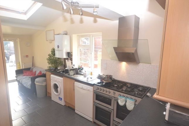 Thumbnail Terraced house to rent in Palmer Park Avenue, Earley, Reading