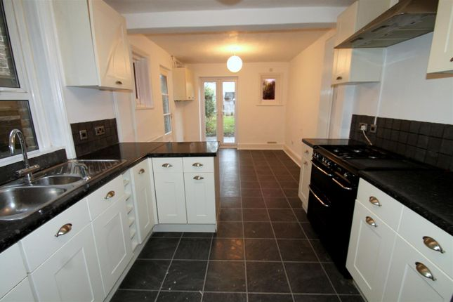 Thumbnail Terraced house to rent in Queen Street, Broadwater, Worthing
