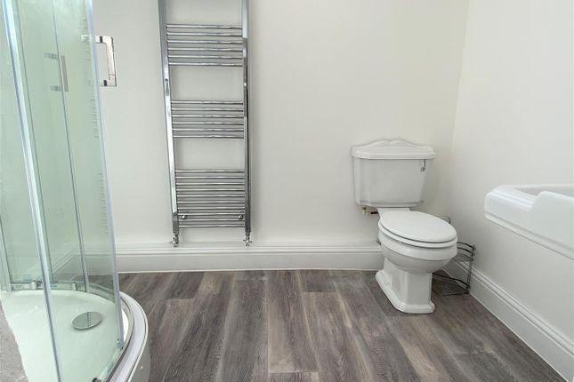 Shower Room of Penare Terrace, Penzance TR18