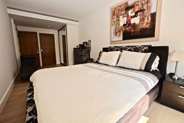 Master Bedroom of 8 Kew Bridge Road, Brentford TW8