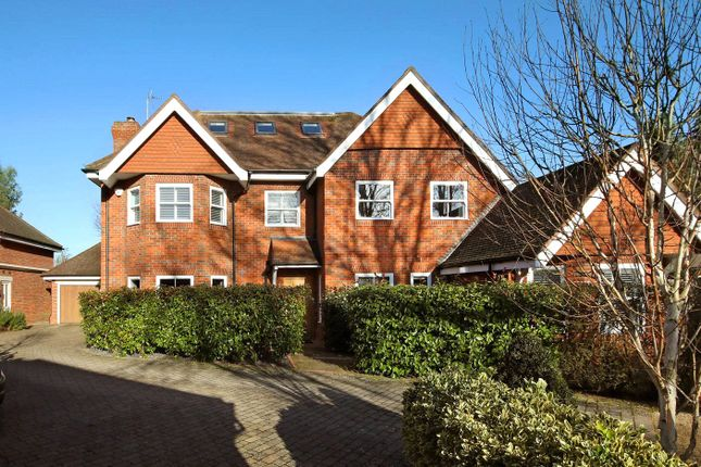 Thumbnail Detached house to rent in Foxley Grove, Burnham, Slough