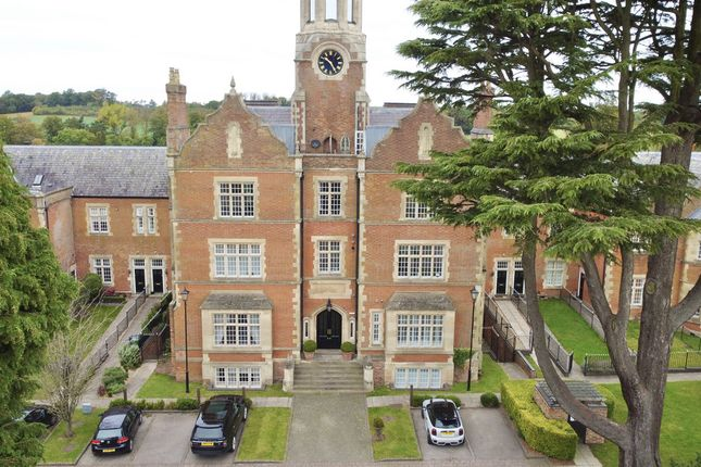 3 bed flat for sale in Tredington Park, Hatton, Warwick. CV35