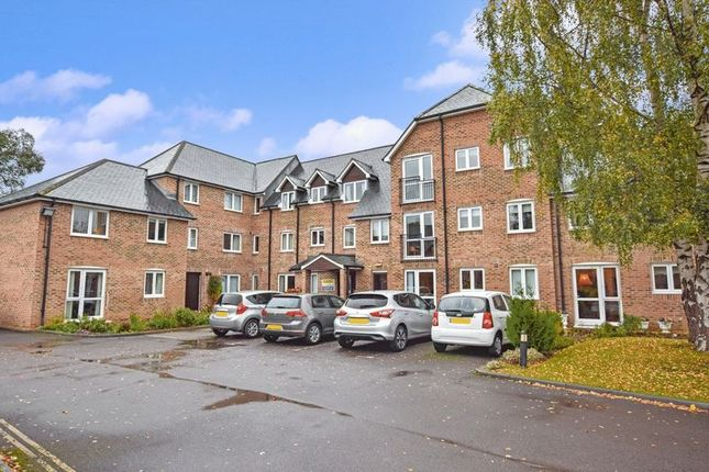 Thumbnail Flat for sale in Avongrove Court, Taunton