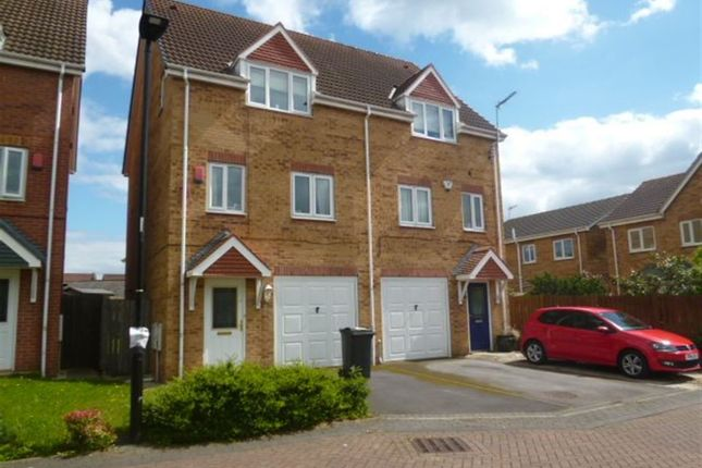 Thumbnail Town house to rent in 56 Walstow Crescent, Armthorpe