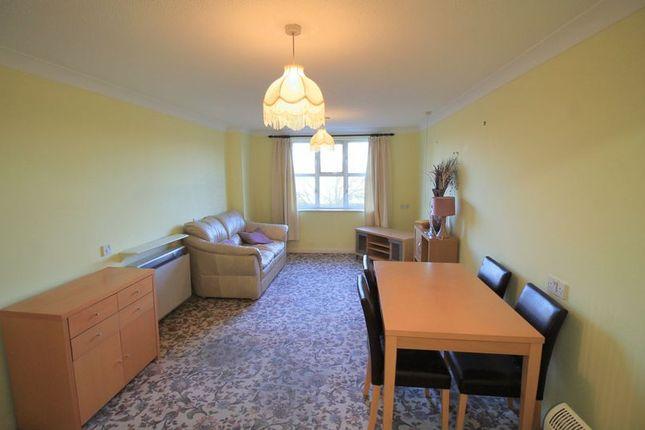 Lounge/Diner of Cromwell Lodge, Barking IG11