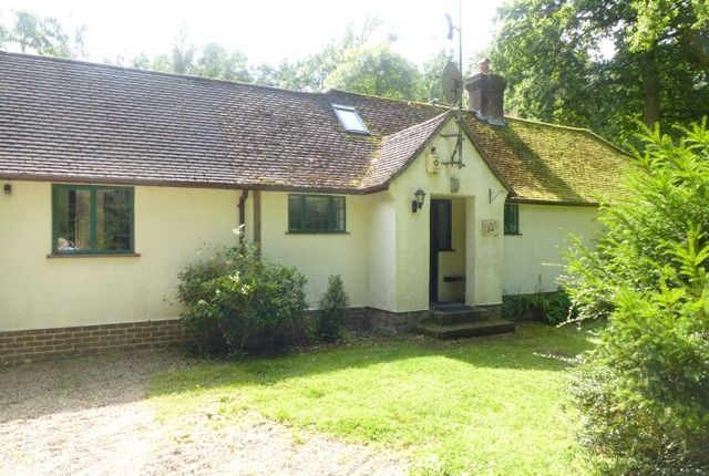 Thumbnail Cottage to rent in Wallage Lane, Rowfant, Crawley