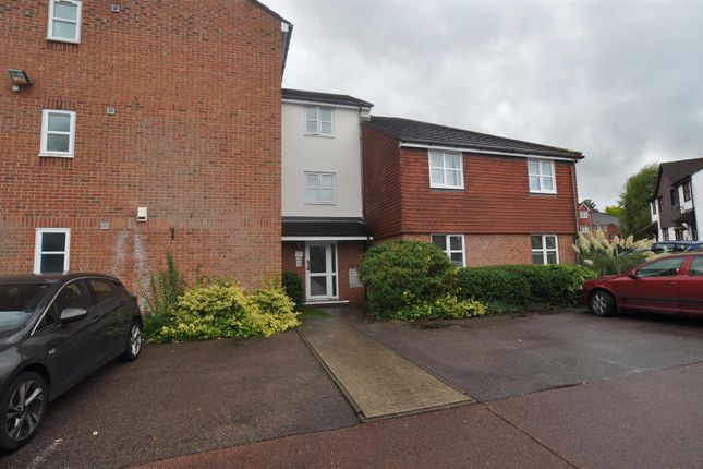 Thumbnail Flat to rent in Marmet Avenue, Letchworth Garden City