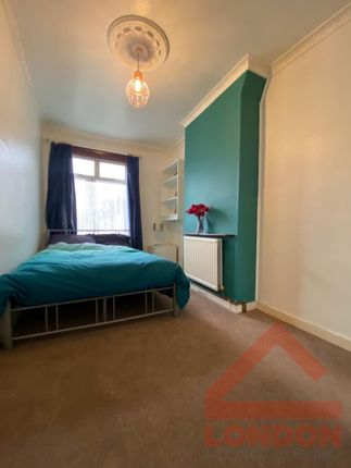 Thumbnail Shared accommodation to rent in Macclesfield Road, London