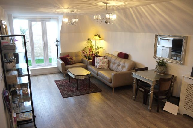 Thumbnail Flat for sale in Wells View Drive, Bromley