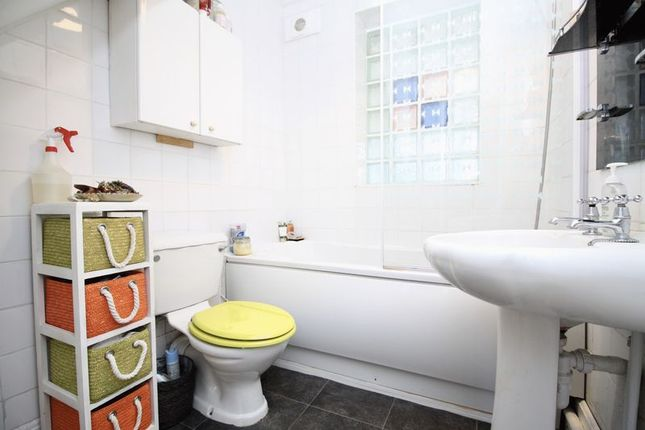 Bathroom of Doncaster Road, Eastleigh SO50