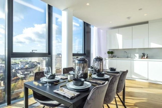 Thumbnail Flat for sale in Hill House, Highgate Hill, London