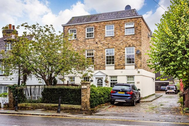 Thumbnail Town house to rent in High Road, Chigwell