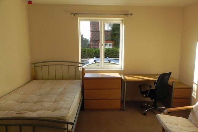 Studio to rent in Weyside Road, Guildford