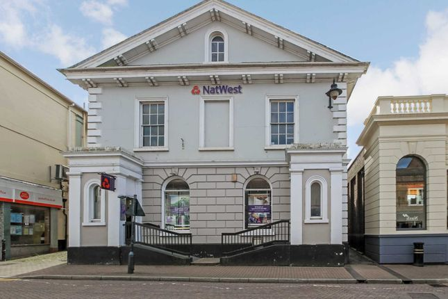 Thumbnail Flat for sale in High Street, Tring, Hertfordshire