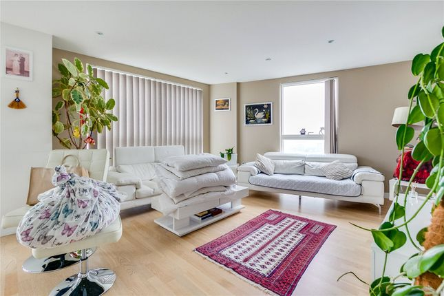 Thumbnail Flat to rent in Hyperion Tower, Pump House Crescent, Brentford, Middlesex