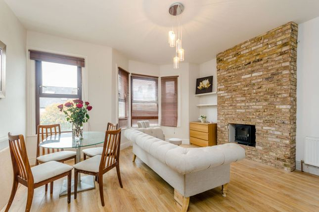 Thumbnail Flat to rent in Chestnut Road, Raynes Park