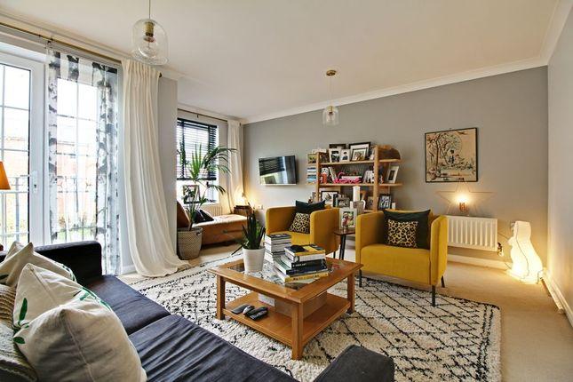 Living Room of Gaiger Avenue, Sherfield-On-Loddon, Hook RG27