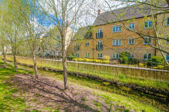 Thumbnail Flat to rent in New Bridge Street, Witney, Oxfordshire