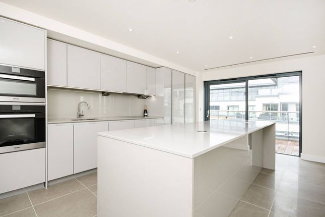 3 bed flat for sale in Boulevard Drive, Colindale
