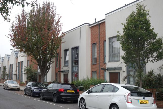 Picture No. 05 of Elbe Street, Fulham, London SW6