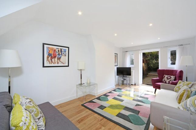 Thumbnail Mews house to rent in Queensdale Walk, Holland Park, London