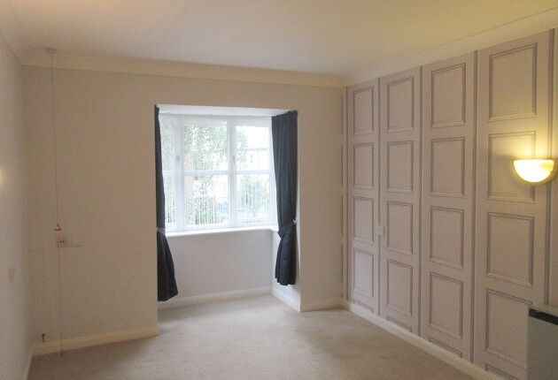 Thumbnail Flat to rent in Alexandra Lodge, Monument Hill, Weybridge, Surrey